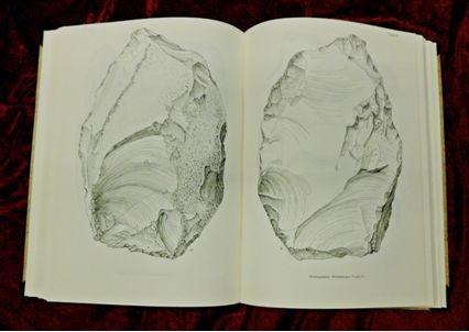 Rust, Alfred / Steffens, Gustav: Die Artefakte der Altonaer Stufe von Wittenbergen – Eine mittelpleistozäne Untergruppe der Heidelberger Kulturen. Neumünster, 1962 (Signatur: XII 105 i).